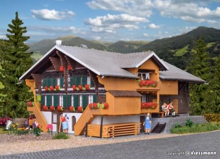 KIBRI 38807 H0 Simmentaler Bauernhof