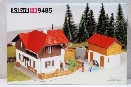 KIBRI 9485 Huis met bijgebouw Uitloop
