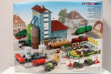 KIBRI 9901 Agrarische handel met toebehoren en auto's Uitloop
