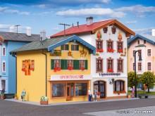 KIBRI 38820 H0 Sporthaus und Souvenir-Sho