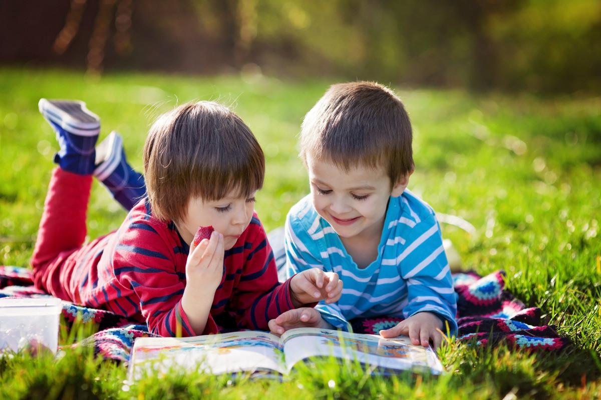 Cadouri pentru copiii pasionați de cărți de citit