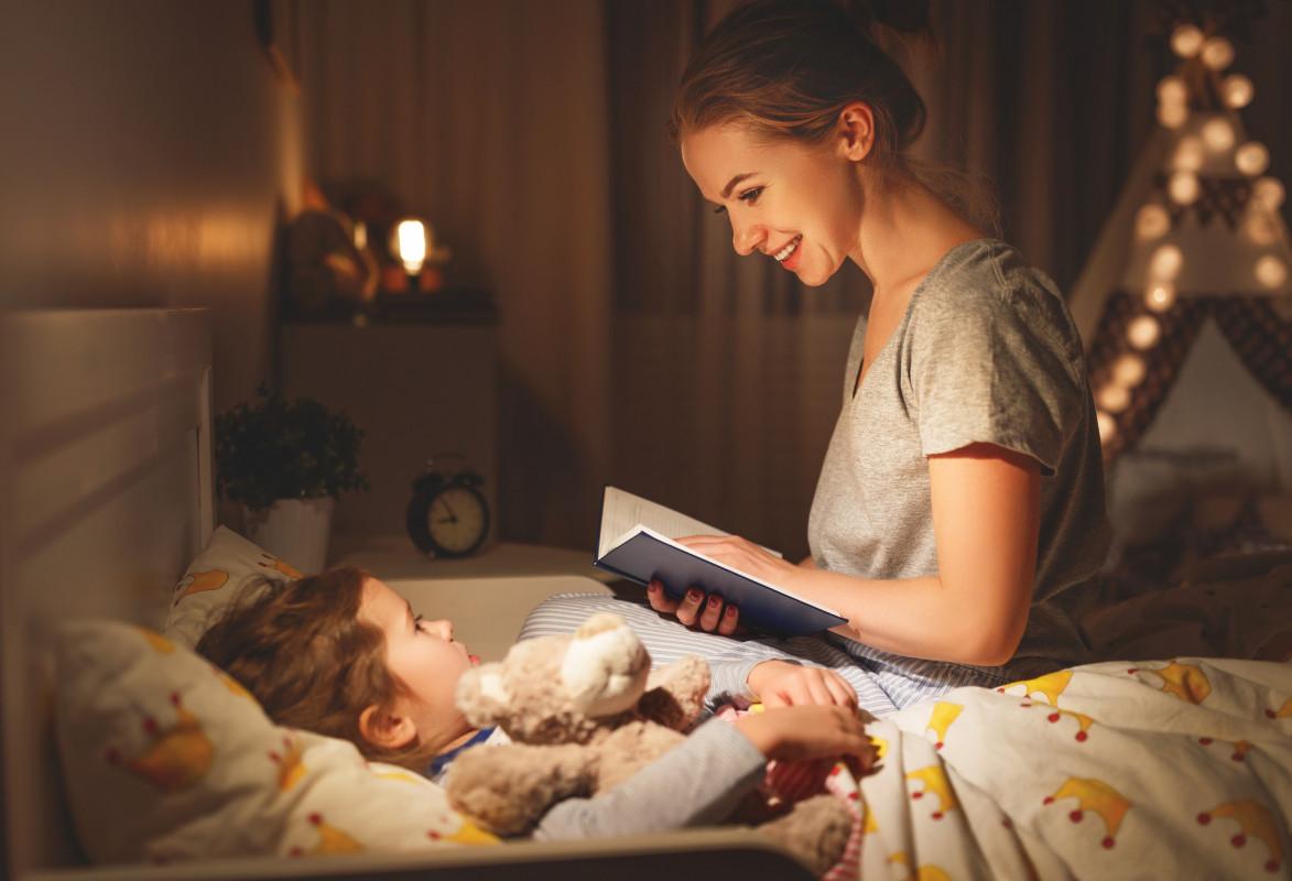 Ce cărți pentru copii să-i citești seara, la culcare