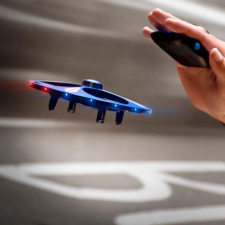 Drona OZN controlata prin miscarea mainii