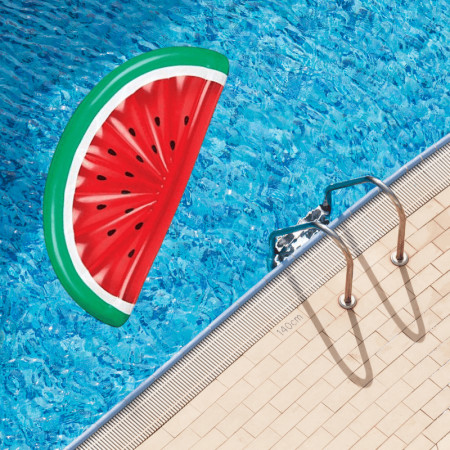 Saltea gonflabila pepene rosu in piscina