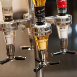 Dozator rotativ pentru 4 sticle bauturi