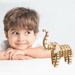 copil cu puzzle 3D din lemn Elefant