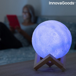 lampa led in forma de luna cu suport din lemn 4