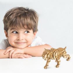 copil cu puzzle 3D din lemn Tigru