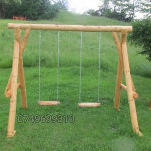 Balansoar din lemn pentru copii