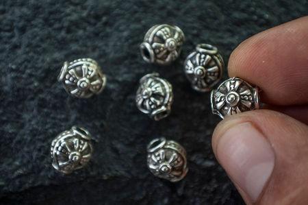 Тумбести мъниста със сребърно покритие