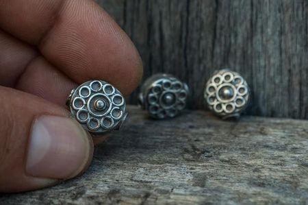 Мъниста-цветя в сребро
