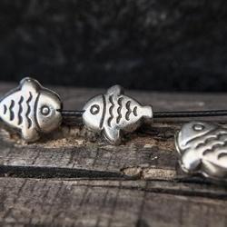 Мъниста-риби с фина орнаментика