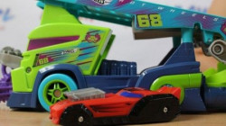 Hot wheels autici na kasa displeju ( MAN3758 )