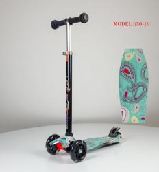 Maxi Trotinet za decu sa svetlećim točkovima Model 650-19