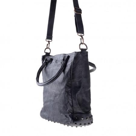 Borsa in pelle lavata tinta in capo con borchie e tracolla DUDU