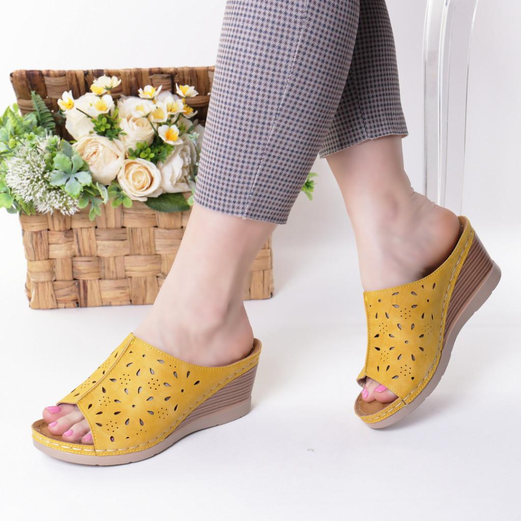 Papuci galbeni piele ecologica Ilinca