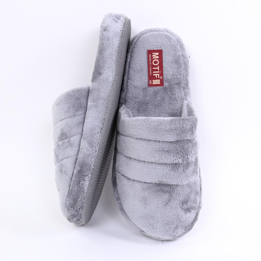 Papuci simpli pufosi gri Carsi