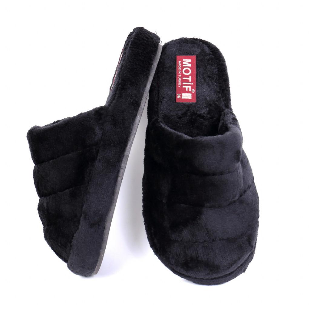 Papuci simpli pufosi negri Carsi