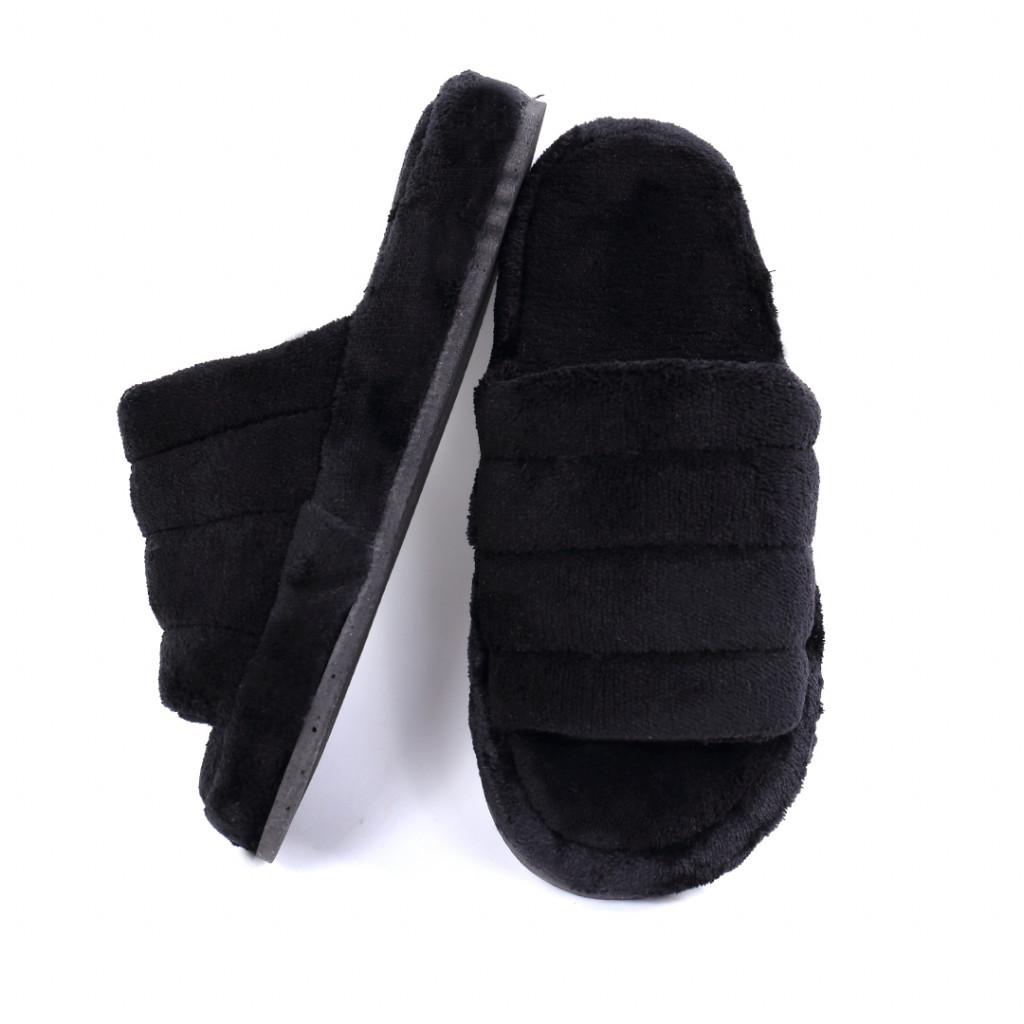 Papuci simpli pufosi negri Zila
