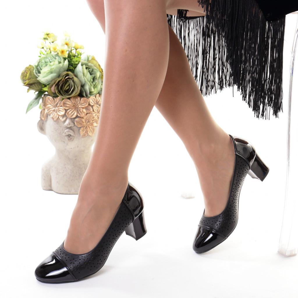 Pantofi negri piele ecologica Lecadia