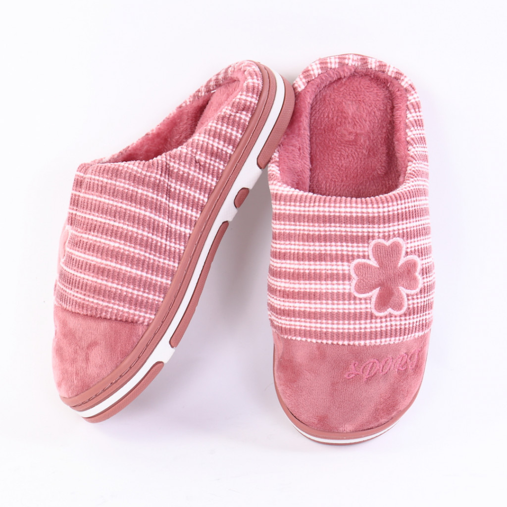Papuci pufosi cu model roz Lili
