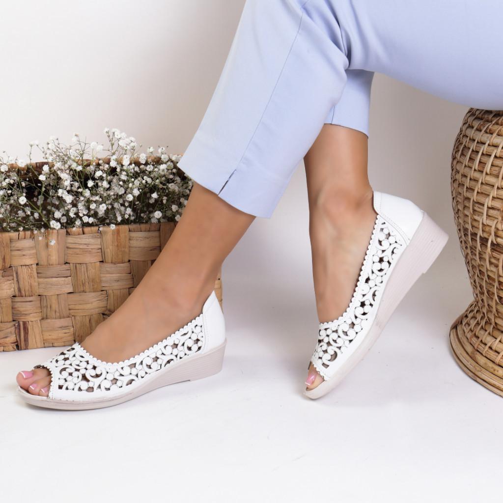 Pantofi piele ecologica albi India