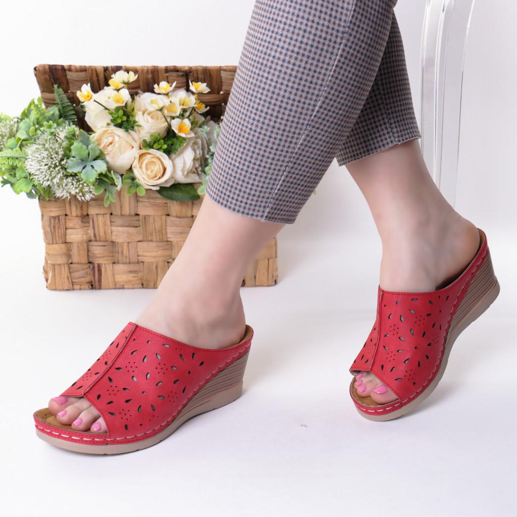 Papuci rosii piele ecologica Ilinca