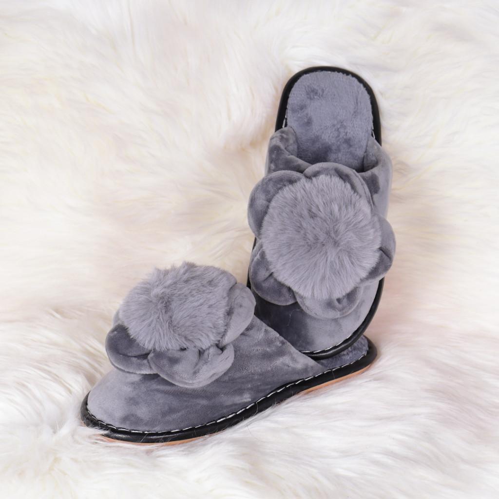 Papuci de casa gri cu floare si puf Sevila