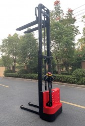 Transpalet electric 1500 kg, inaltime ridicare 3000 mm