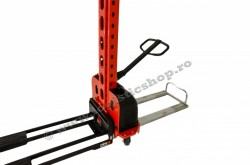 SME-0513, STIVUITOR (STACKER) CU AUTO-INCARCARE, 500 KG, INALTIME RIDICARE 1.300 MM