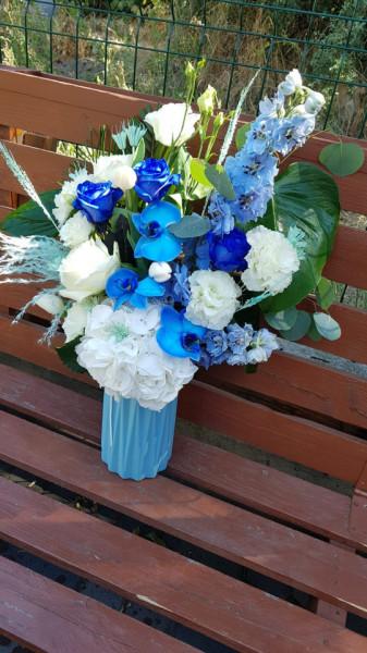 aranjament-floral-albastru