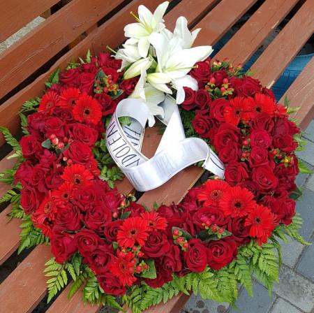 coroana-funerara-trandafiri-rosii-55-60-cm-craiova