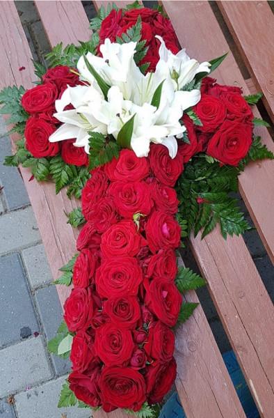 cruce-flori-din-trandafiri-crini