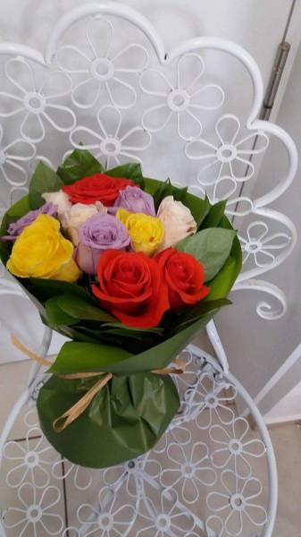 Buchet-11- trandafiri-colorati
