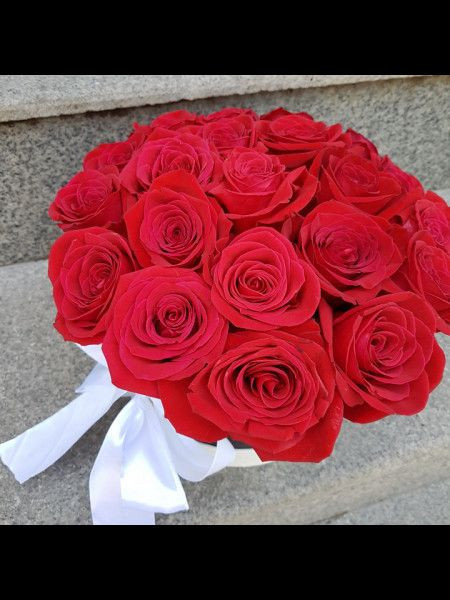Cutie-cu-31-trandafiri