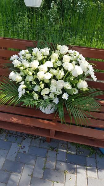 Aranjament funerar cu flori albe (jerba)
