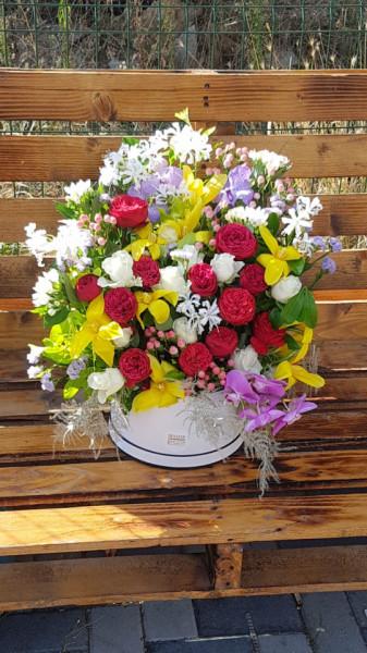 aranjament-floral-de-lux-in-cutie