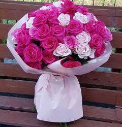 Buchet-81-trandafiri-roz