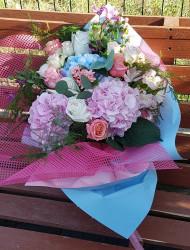 Buchet Hortensii si Trandafiri