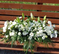 Aranjament funerar cu crizantema si crin