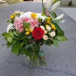 Buchet cu flori de vara