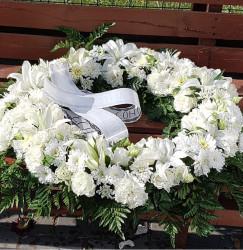 Coroana Funerara din flori albe 70 cm