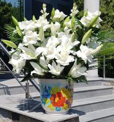 Aranjament cu Crini si Trandafiri albi in vas