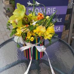 Aranjament Flori si creioane colorate