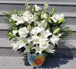 aranjament-crini-trandafiri-albi-in-vas-2