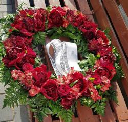 Coroana Funerara flori naturale rosii 70 cm