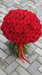 Buchet 125 de trandafiri rosii