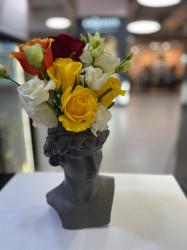 Aranjament cu Trandafiri in vaza statuie