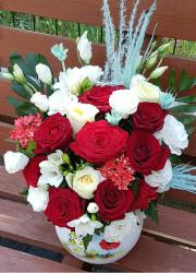 Aranjament Floral cu Trandafiri si Lisianthus in vas