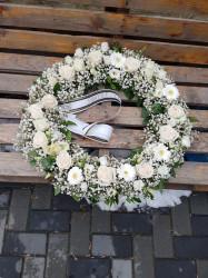 Coroana funerara cu flori naturale albe 40 cm